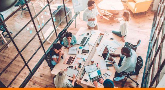 equipo marketing externo trabajando